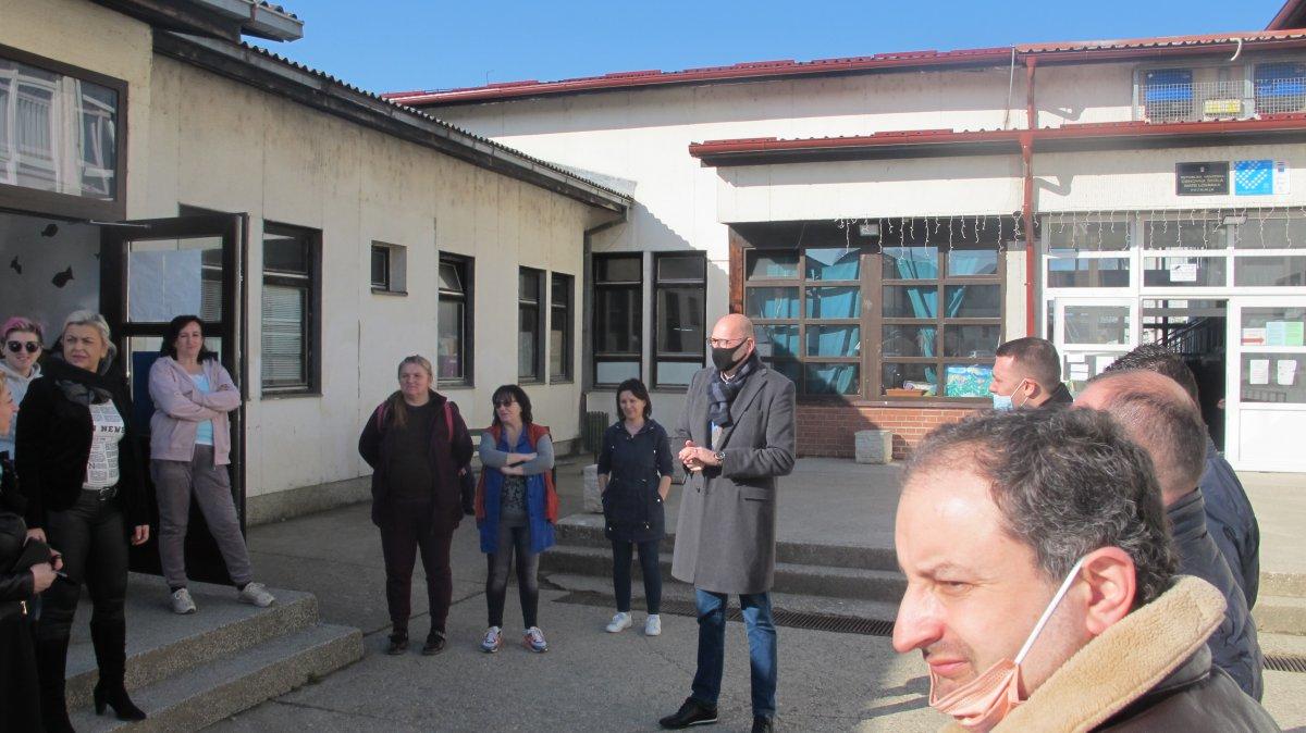 "Blue heart of a institution city of zagreb ""dobri dom"" for smile of children of elementary school ""mate lovraka"" – city of petrinja (in place češko selo)"